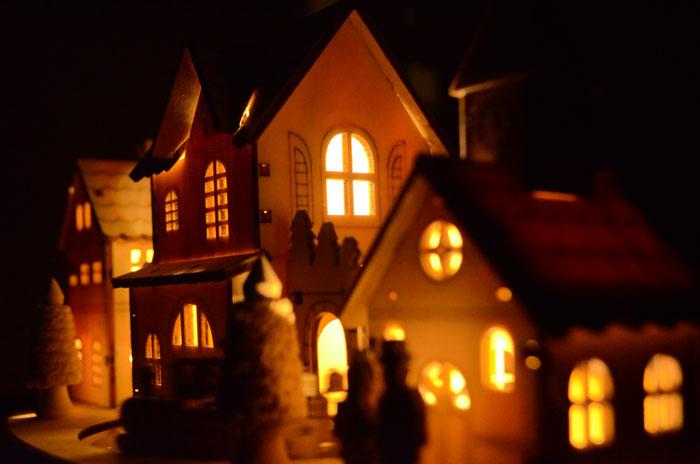 beleuchtete led weihnachtsstadt holz motor mit. Black Bedroom Furniture Sets. Home Design Ideas